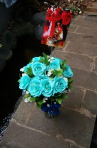 Bunga vas mawar biru 085959000628 Bunga Valentine