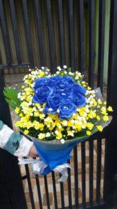 Handbouquet Mawar Biru Di Kuningan 085959000628